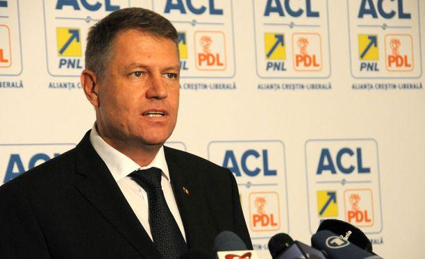 Romanian presidentti Klaus Johannis (kuvassa) vaati Pontaa eroamaan korruptioskandaalin vuoksi kesäkuun alussa.