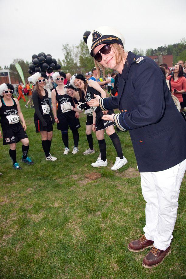Linnonmaa perusti Mika Hirvisen kanssa urheilutapahtumia järjestävän Extreme Run Oy:n. Kuva Vantaan juoksu-tapahtumasta vuonna 2013. Luokkakokous oli vuoden 2015 katsotuin kotimainen elokuva. Linnonmaan lisäksi elokuvaa tähdittivät stand up -koomikko Sami Hedberg (kesk.) ja näyttelijä Aku Hirviniemi.