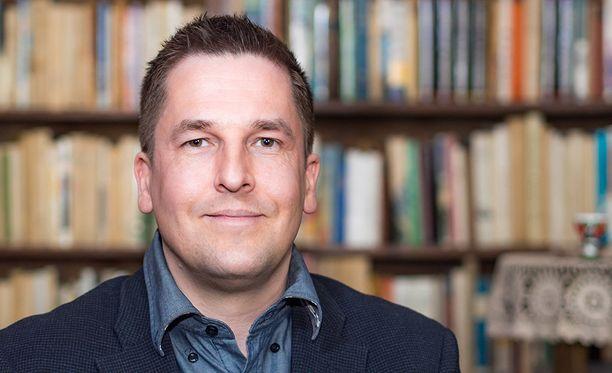 Tuomas Marjamäki on kirjoittanut useampia kirjoja suomalaisesta viihteestä.