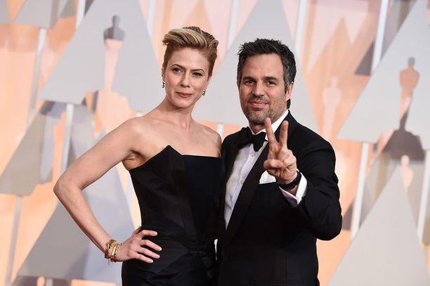 Oscar-ehdokas Mark Ruffalo seuralaisineen.