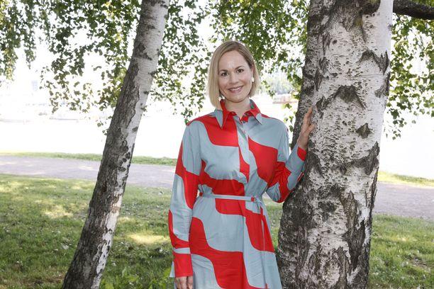 Sosiaali- ja terveysministeri Hanna Sarkkinen.