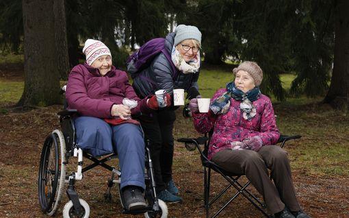 Helenan, 65, eläke oli niin pieni, että sillä ei pärjää - otti kotiinsa kaksi vanhusta asumaan