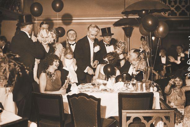 Vappu oli riehakas Pörssiravintolassa vuonna 1930.