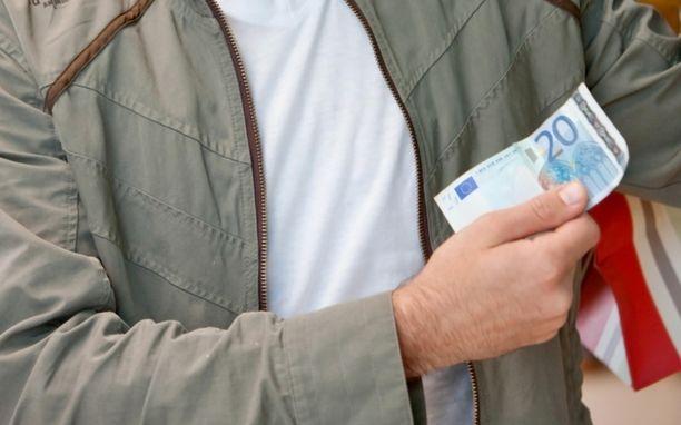 Palkat nousevat iän myötä.