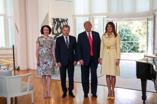 Suomen tasavallan presidentti Sauli Niinistö ja rouva Jenni Haukio tapasivat Yhdysvaltain presidentin Donald Trumpin ja hänen puolisonsa Mäntyniemessä maanantaina.