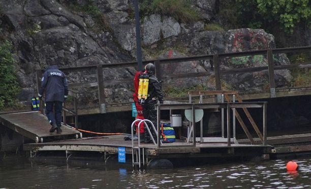Uimarannalla näkyi myös pelastuslaitoksen pintapelastaja.