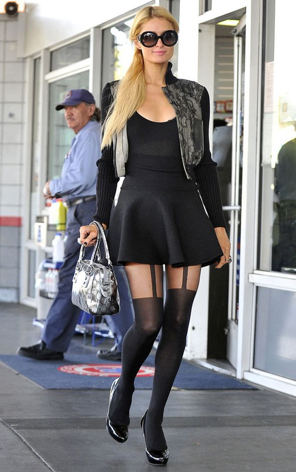 Paris Hilton shoppaili Beverly Hillsissa tiistaina. Neiti oli laittanut jalkaansa huomiota keräävät sukkahousut.