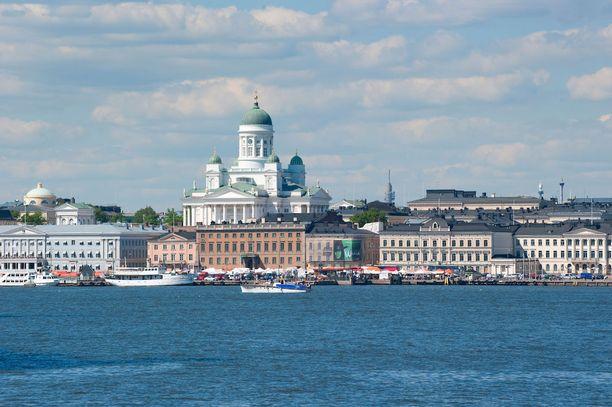 Matkailijoita kehotetaan nauttimaan Helsingin merellisyydestä ja Kauppatorin vilinästä.