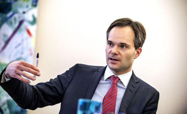 Ulkomaankauppa- ja kehitysministeri Kai Mykkänen (kok.)