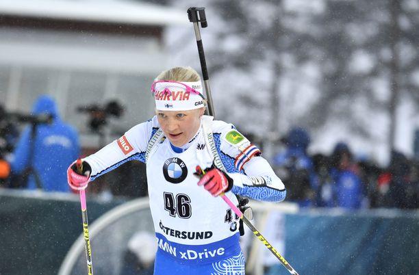 Kaisa Mäkäräinen testaa hiihtovauhtiaan Suomen kärkeä vastaan Äänekoskella.