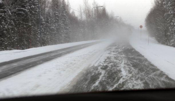 Nopeasti muuttuvat sääolosuhteet tuovat tullessaan myös huonoja ajokelejä koko maahan.