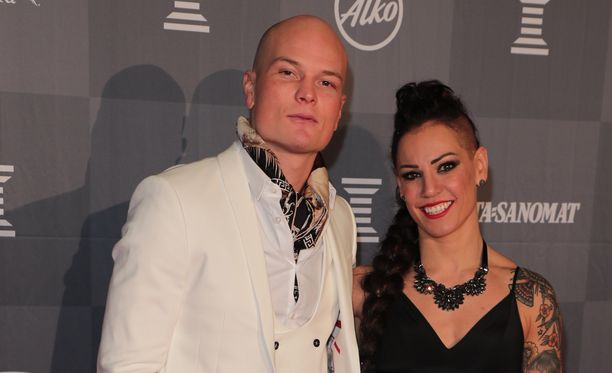 Niklas Räsänen ja Eva Wahlström ovat olleet naimisissa jo kaksi vuotta.