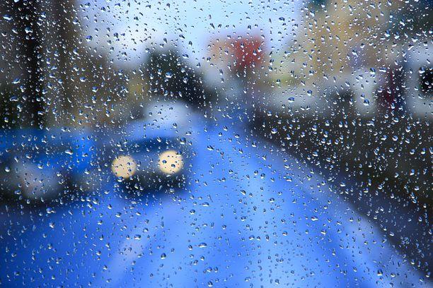 Sadealueet yhdistyvät Suomessa maan keskivaiheille.  Kuvituskuva.