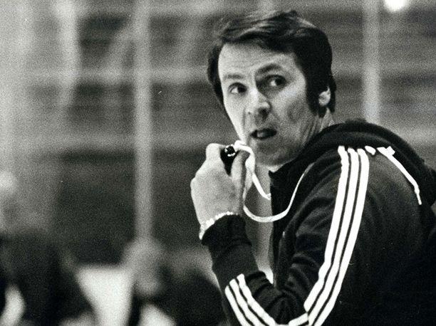 Kalevi Numminen nosti harjoittelun tasoa ja määriä suomalaisessa kiekossa. Hän valmensi maajoukkueen lisäksi (1973–74 ja 1977–82) Tapparaa.