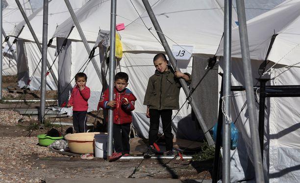 500 ihmistä pääasiassa Afganistanista majoittuu telttaleirissä Kreikassa.