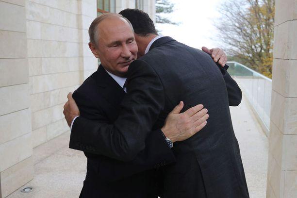 Valtionjohtajien marraskuisesta tapaamisesta levisi julkisuuteen tämä lämminhenkinen kuva.
