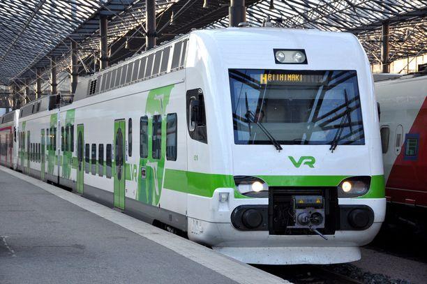 Juna oli lähdössä Riihimäeltä Helsinkiin, kun häiriköivät teinipojat estivät sen liikkumisen (arkistokuva).