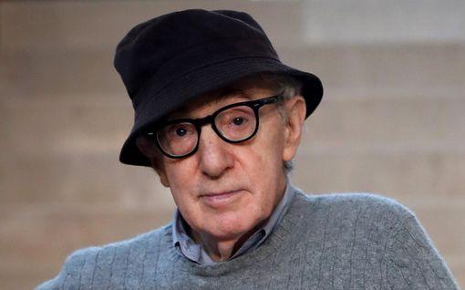 Kohun takia kuopatut Woody Allenin muistelmat julkaistiin yllättäen