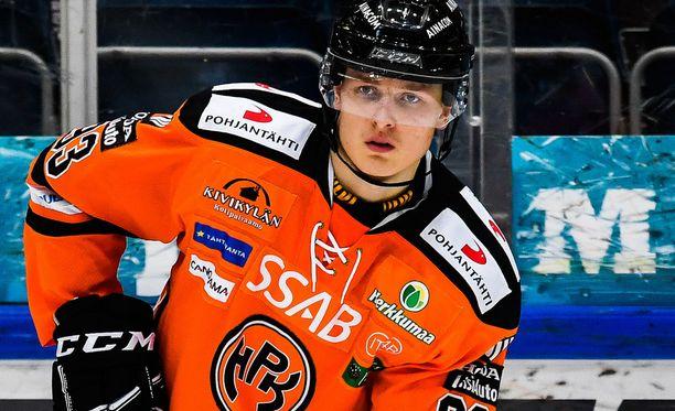 Frölundan Kristian Vesalainen pelaa kuukauden lainalla HPK:ssa.