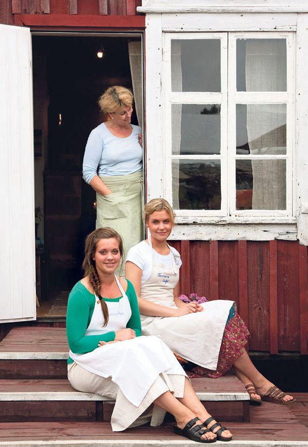 Ylva Enberg toivoo, että tyttäret Amanda ja Alexandra aikanaan jatkaisivat Farmors Cafén pyörittämistä.