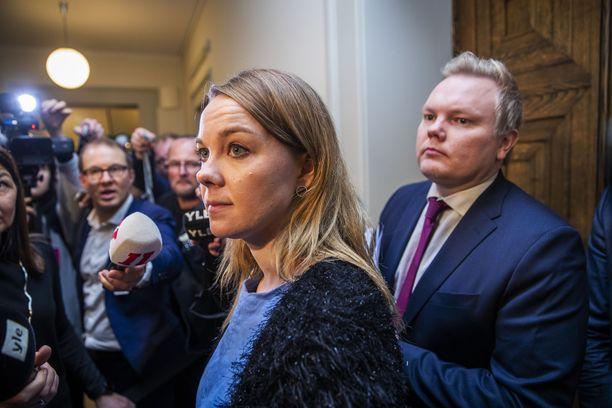 2.12.2019: Katri Kulmuni ja Antti Kurvinen kertovat, että keskustan eduskuntaryhmässä on epäluottamusta Antti Rinnettä kohtaan.