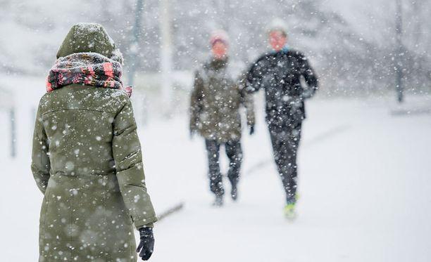 Ensi viikolla Etelä-Suomenkin sää viilenee, loppuviikosta voi tulla myös lumisateita.