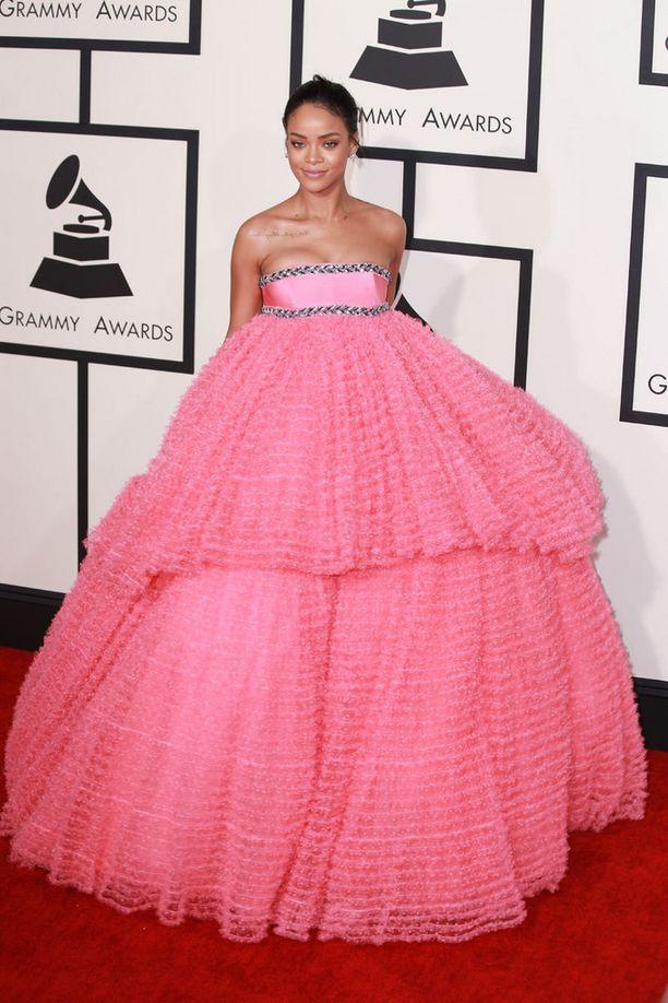 Rihannan iltapuku oli Giambattista Vallin käsialaa.