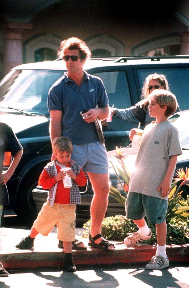 Mel Gibson lastensa kanssa 90-luvulla.