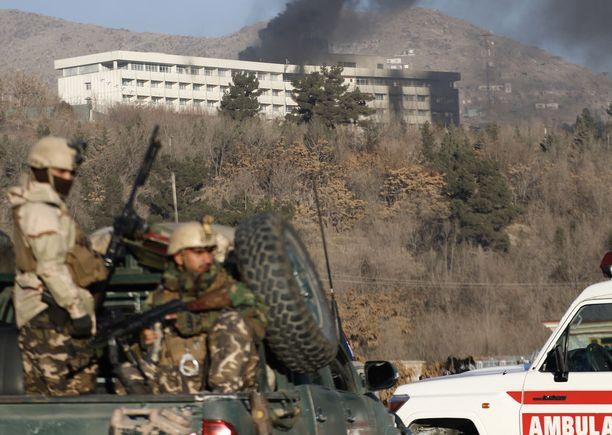 Afganistanin asevoimien erikoisjoukkoja Intercontinental-hotellin lähistöllä piirityksen jälkeen.