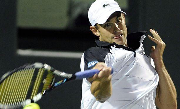 Andy Roddick (kuvassa) kuritti Roger Federeriä.