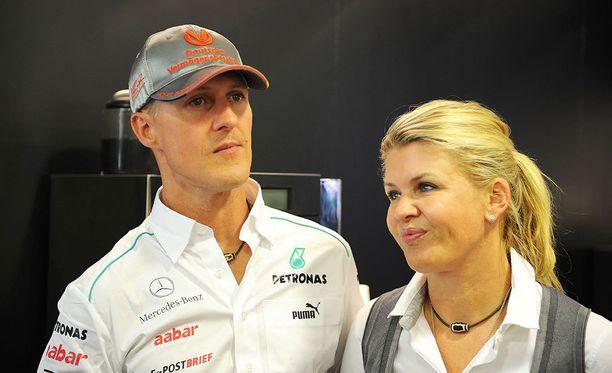 Michael ja Corinna Schumacher avioituivat vuonna 1995. Heillä on kaksi lasta, tytär Gina-Maria (20) ja poika Mick (18).