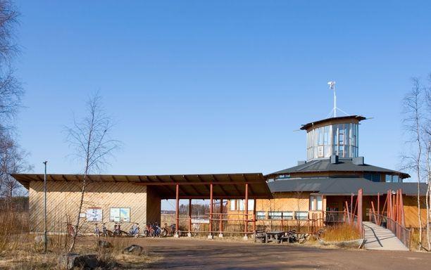 Hotelli toimii Liminganlahden luontokeskuksen yhteydessä. Itse luontokeskus on suljettu.