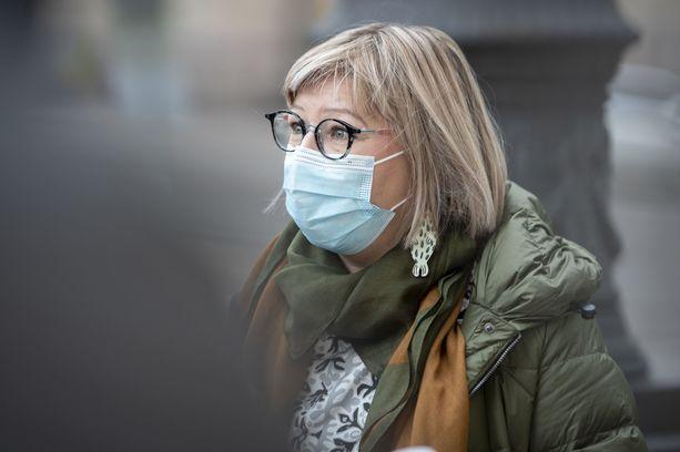 Sosiaali- ja terveysministeri Aino-Kaisa Pekonen (vas).