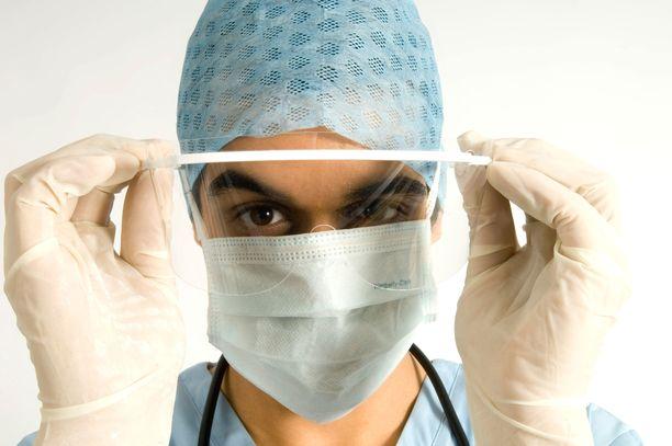 Suojatakit ovat hiipineet sairaaloiden puutelistalle hengityssuojainten seuraksi.