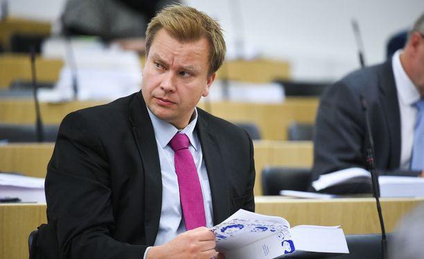 Keskustan eduskuntaryhmän puheenjohtaja Antti Kaikkonen.