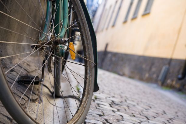 Pyöräilijä menehtyi onnettomuudessa. Kuvituskuva.