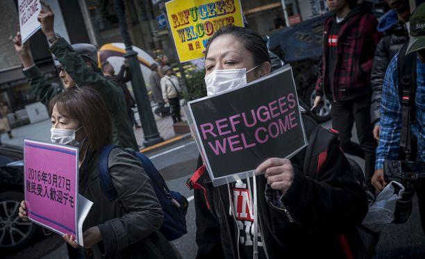 Mielenosoittajat protestoivat vuonna 2016 Tokiossa Japanin nihkeää turvapaikkapolitiikkaa vastaan.