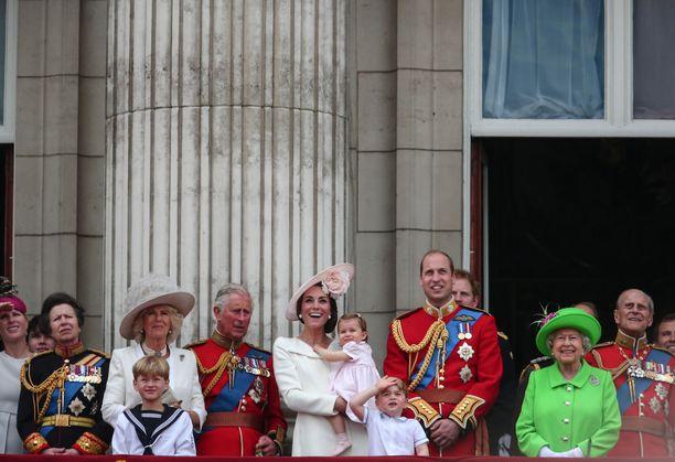 Kukapa olisi 15 vuotta sitten uskonut, että jonain päivänä Camilla tervehtii alamaisia yhdessä muun kuninkaallisen perheen kanssa Buckinghamin palatsin parvekkeella.