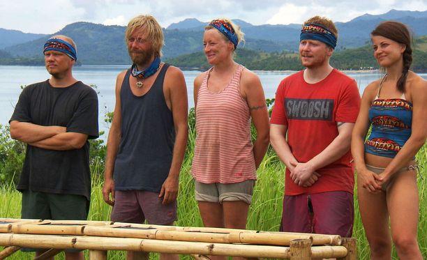 Jäljellä on vielä viiden kilpailijan joukko ja neljä jaksoa Selviytyjät Suomi -sarjaa.