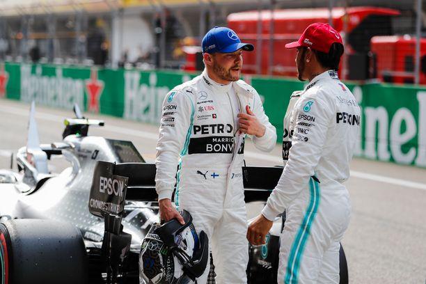 Valtteri Bottas ja Lewis Hamilton pääsevät starttaamaan Kiinan GP:hen eturivin lähtöruuduista.