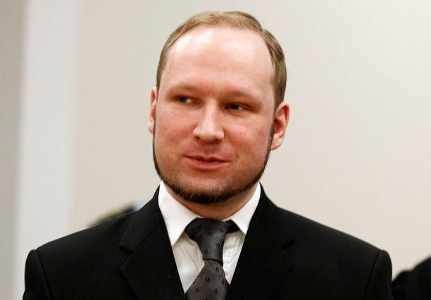 Breivik myhäili oikeudessa itsekseen.