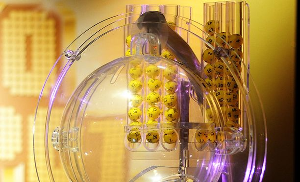 Suomeen osui kaksi yli 99 000 euron voittoa pitkäperjantain Eurojackpot-arvonnassa.