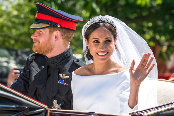 Herttuatar Meghanin isä näki kuninkaalliset häät vain televisiosta. Herttuatar Meghanin alttarille saatteli prinssi Charles.
