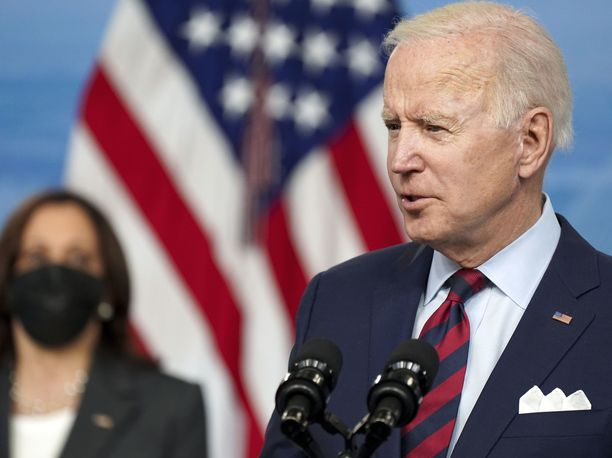 Presidentti Joe Biden aikoo presidentin asetuksilla puuttua maata riivaavaan aseväkivaltaan.