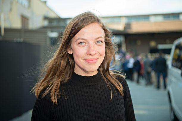 Li Andersson on rakastunut nainen. Hän liikkuu avoimesti avomiehensä kanssa, mutta ei halua kommentoida parisuhdettaan julkisesti.