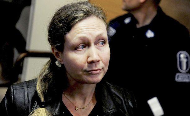 14. huhtikuuta 2010. Anneli Auer Satakunnan käräjäoikeudessa Porissa syytettynä miehensä murhasta.