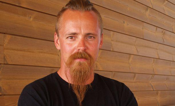 Jasper Pääkkösen näyttelijän ura alkoi Salatut Elämät -televisiosarjasta