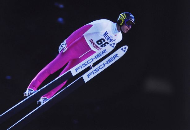 Ari-Pekka Nikkola voitti molemmat henkilökohtaiset arvokisamitalinsa ja maailmancupin kokonaiskilpailun vanhalla hyppytyylillä.