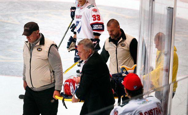 HIFK:n Thomas Nykopp joutui Raksilassa tapaturman uhriksi.