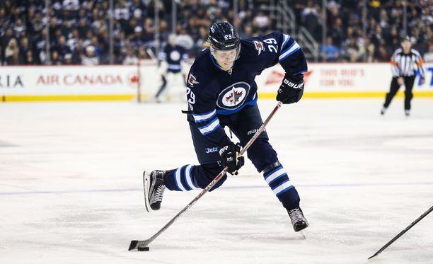 Patrik Laine sai syöttöpisteen ja voitti osuutensa 2-0, kun Winnipeg Jets koki rökäletappion Toronto Maple Laefsia vastaan.
